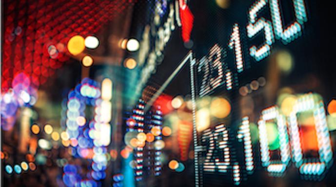 交易指数和独立日商品的变化-