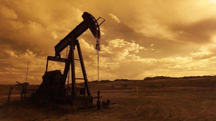原油价格背离美元走强